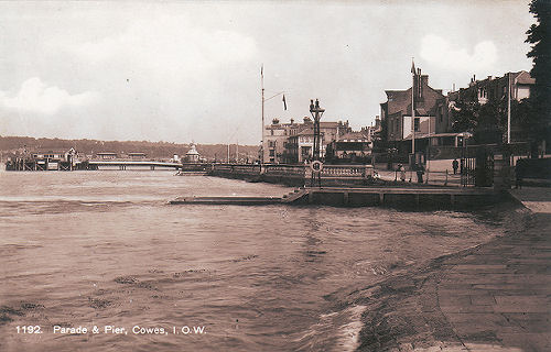 Cowes pier and parade