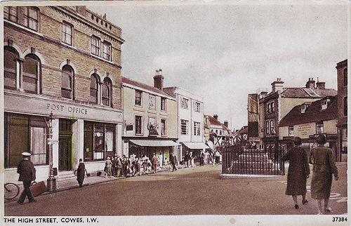 Cowes High Street and War memorial